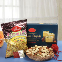 Conventional Bhaidooj Gift: Send Dry Fruits to Canada