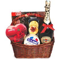 Love Feast: Gift Basket Delivery in Canada