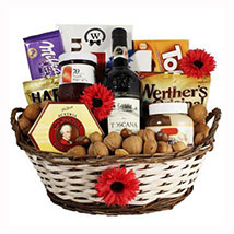 Classic Sweet Gift Basket: Christmas Gift Delivery Germany