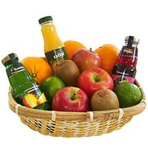 Our Fruit and Juice Gift Basket: Christmas Gift Hampers to Germany