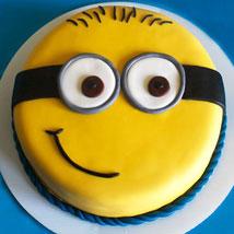 Cute Minion Cake: Designer Cakes