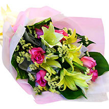 Charming Bouquet: Send Anniversary Gifts to Malaysia