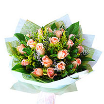 Peach Roses Bouquet: Flower Arrangements in Malaysia