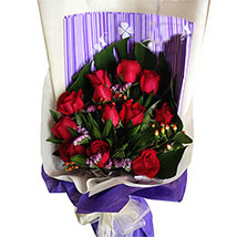 Red Ravishing Beauty: Valentines Day Flowers Malaysia