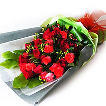 Red Roses with Foliage: Valentines Day Flowers Malaysia