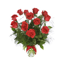 Scarlet Elegance: Mothers Day Gift Delivery Qatar