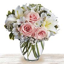 Serene Wonder: Flower Arrangements in Qatar