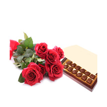 Simply Roses and Chocolates: Mothers Day Gift Delivery Qatar