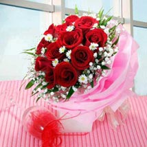 Multi wrapped Roses: Christmas Gifts to Singapore