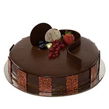 500gm Eggless Chocolate Truffle Cake: Birthday Cake Delivery in UAE