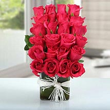 Arrangement of Lovely Roses: Valentines Day Flowers UAE