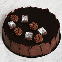 Chocolate Sponge Cake: Birthday Cake Delivery in UAE