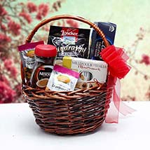 Christmas Gift Basket: Christmas Gift Hampers to UAE