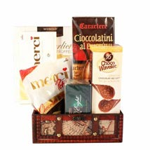 Passionate Love Basket: Valentines Day Gifts to UK