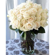 25 Long Stem White Roses: Send Birthday Gifts to Los Angeles